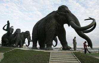 Памятник мамонтам, Ханты-Мансийск