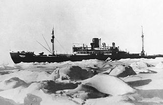 """Ледокол """"Челюскин"""" во льдах, 1934 г."""