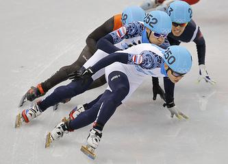 Виктор Ан (первый) и Владимир Григорьев (второй) в финале забега на дистанции 1000 м