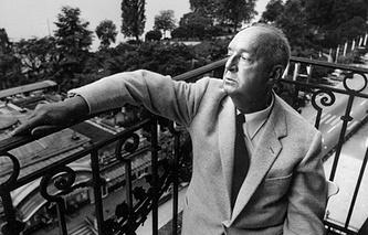 Владимир Набоков на балконе своего номера в отеле Montreux Palace.Швейцария. 1967 г.