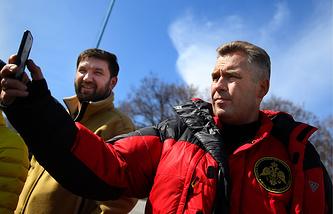 Руководитель экспедиции Матвей Шпаро и детский омбудсмен Павел Астахов