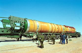 """Российско-украинская конверсионная ракета-носитель """"Днепр"""", созданная на базе межконтинентальной баллистической ракеты РС-20"""