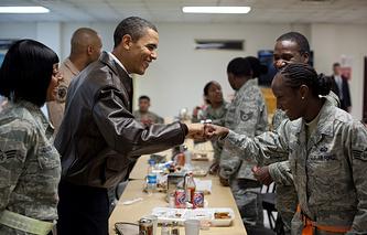 Барак Обама на военной базе Баграм в 2010 году
