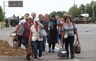 Беженцы из поселка Металлист, Луганск, 17 июня 2014 года