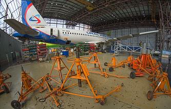 """Большинство рейсов авиакомпании """"Уральские авиалинии"""" было задержано по техническим причинам"""