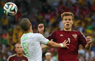 Александр Кокорин (справа) ведет верховую борьбу