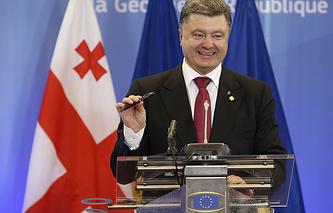 Президент Украины Петр Порошенко во время подписания соглашения об ассоциации с ЕС