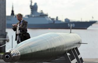 """МВМС-2009, """"Ленэкспо"""". На переднем плане скоростная подводная ракета """"Шквал-Э"""""""