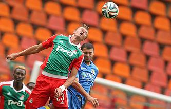 Дмитрий Тарасов (на переднем плане)