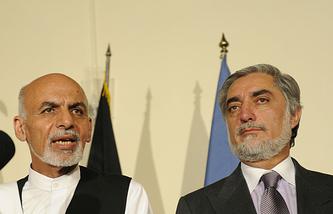 Ашраф Гани Ахмадзай (слева) и Абдулла Абдулла