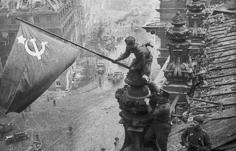 Знамя Победы над рейхстагом. 1945 год