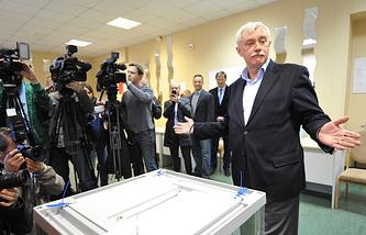 Георгий Полтавченко на избирательном участке во время голосования