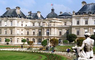 Люксембургский дворец, где проходят заседания французского Сената