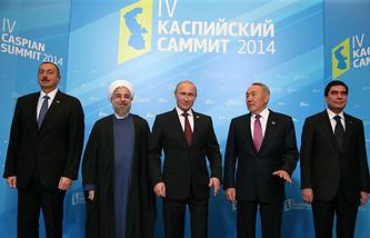 Ильхам Алиев, Хасан Роухани, Владимир Путин, Нурсултан Назарбаев и Гурбангулы Бердымухамедов (слева направо)