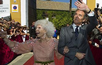 Герцогиня де Альба с супругом, 2011 год