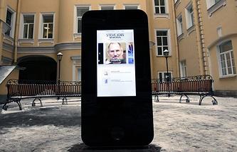 Памятник основателю корпорации Apple Стиву Джобсу  в Санкт-Петербурге