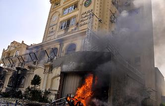 """У главной штаб-квартиры """"братьев-мусульман"""" на горе Мукаттам в Каире 1 июля 2013 года"""