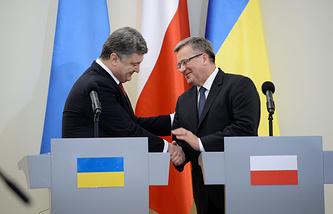 Президент Украины Петр Порошенко (слева) и президент Польши Бронислав Коморовский на пресс-конференции