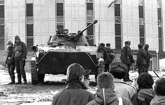 У телевизионной башни в Вильнюсе, январь 1991 год