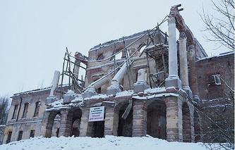 Обрушение фасада дворца в Ропше