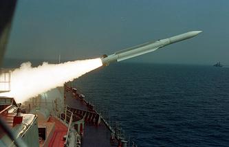 """Корабль Балтфлота эсминец """"Настойчивый"""" проводит стрельбы"""