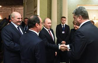 Слева направо: президент Белоруссии, хозяин саммита Александр Лукашенко, президент Франции Франсуа Олланд, президент России Владимир Путин, президент Украины Петр Порошенко