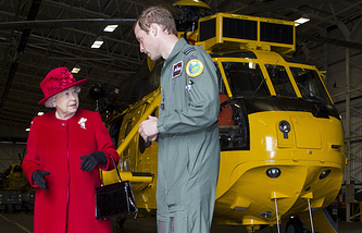 Королева Великобритании Елизавета II и принц Уильям