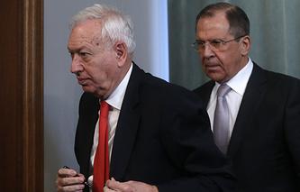 Министр иностранных дел Испании Хосе Мануэль Гарсия-Маргальо и министр иностранных дел РФ Сергей Лавров