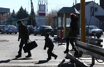 """На пропускном пункте """"Успенка"""" на украинско-российской границе"""