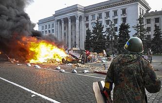 Пожар в палаточном лагере сторонников федерализации на Куликовом поле возле Дома профсоюзов, Одесса, 2 мая 2014 года
