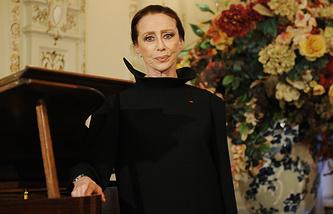 Майя Плисецкая на церемонии награждения в посольстве Франции