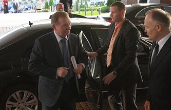 Бывший президент Украины Леонид Кучма (слева)