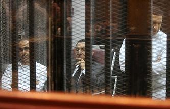 Хосни Мубарак и его сыновья Гамаль и Алаа