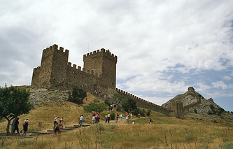 Вид на Судакскую крепость в Крыму
