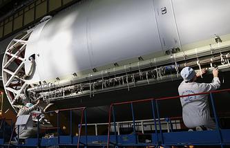 """В цехе сборки ракет-носителей """"Протон"""" Центра им. М.В. Хруничева"""