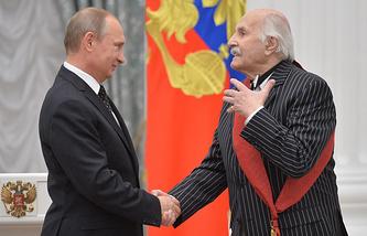 Президент РФ Владимир Путин и актер Владимир Зельдин