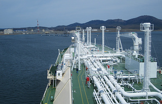"""Швартовка танкера-газовоза, проект """"Сахалин-2"""""""