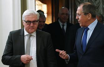 Министр иностранных дел Германии Франк-Вальтер Штайнмайер и глава МИД РФ Сергей Лавров