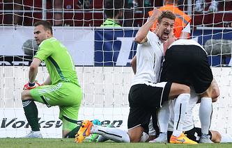Футболисты сборной Австрии после гола в ворота команды России
