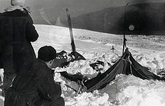 Вид на найденную палатку группы Дятлова. 26 или 28 февраля 1959 года