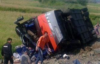На месте ДТП с участием двух пассажирских автобусов. Авария произошла на 125-м километре трассы Хабаровск — Комсомольск-на-Амуре в районе озера Гасси