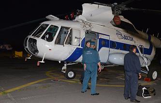 Вертолет МЧС, доставивший пострадавших при крушении вертолета Ми-8 в Хабаровском крае