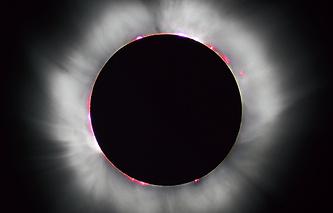 Солнечная корона во время полного солнечного затмения