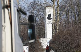 Памятник генералу Ивану Черняховскому в Пененжно