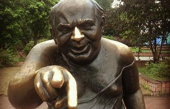 Памятник артисту Евгению Леонову