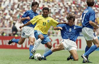 Футболист сборной Бразилии Ромарио во время финала ЧМ-1994 против итальянцев