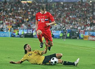 Нападающий сборной России Андрей Аршавин во время полуфинала Евро-2008 против испанцев