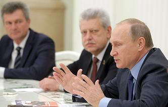 Президент РФ Владимир Путин во время встречи с активистами профсоюзных организаций в Кремле