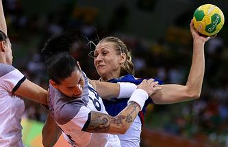 Эпизод из финального матча олимпийского турнира между женскими сборными России и Франции