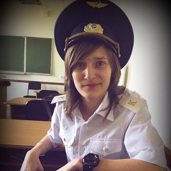 В форме Омского летного технического колледжа гражданской авиации.